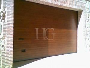 puerta de garaje automática madera