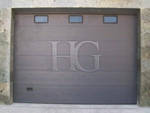 seccional gris con ventanas