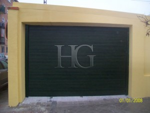 puerta de garaje casa particular
