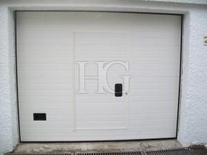 puerta de garaje con peatonal