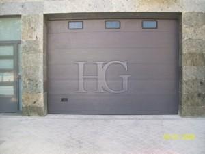 puerta de garaje con ventana madrid
