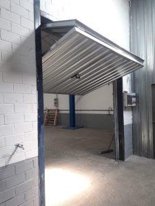 Instalación puerta basculante contrapesada